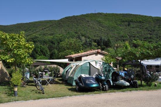 Saint-Pons-de-Thomieres, Γαλλία: Emplacement avec sanitaire privé