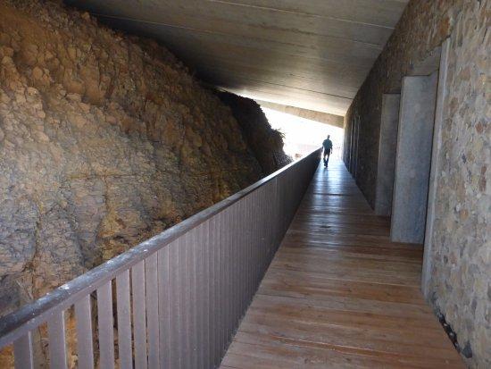 Quincy, WA: 2nd Floor Cavern room outside doors