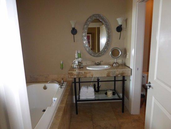 Quincy, WA: Cavern Room bathroom