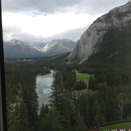 Kanadische Rockies, Kanada: View of Bow River, Fairmont Banff Springs Hotel