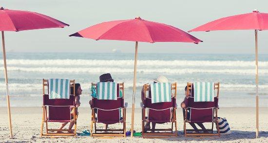 Hotel del Coronado: Family enjoying Del Beach