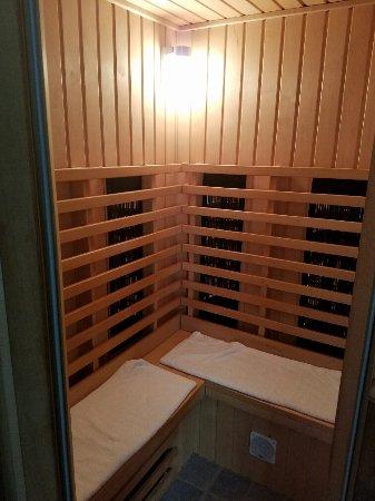 New Buffalo Inn & Spa: Infrared Sauna for Two