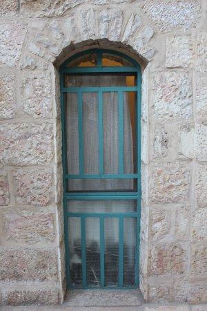 Magas House Jerusalem Vacation Accommodation: Amazing Jerusalem architecture....