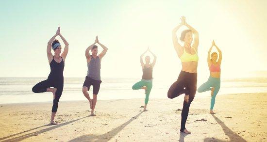 Hotel del Coronado: Beachfront Yoga on Del Beach