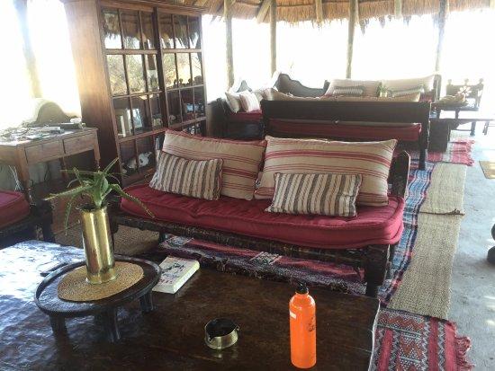 Makgadikgadi Pans National Park, Botswana : Communal lounge