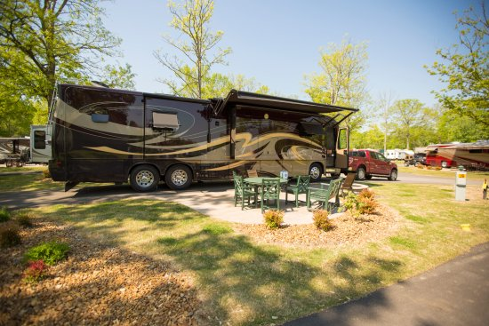 Nashville KOA: Deluxe Patio Sites