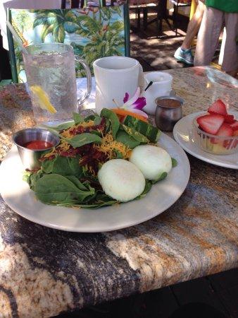 Nokomis, FL: Awesome salad custom made for me 😊
