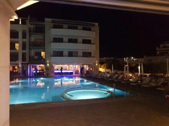 Albatros Spa & Resort Hotel: 20160821_214624_large.jpg