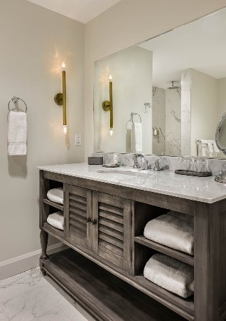 Bedford, NH: Classic Bathroom