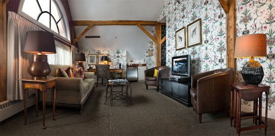 Bedford, NH: Inn- Deluxe Suite