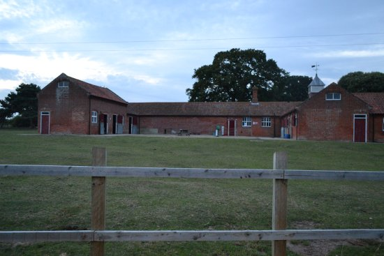 Fritton, UK: The stables (taken around 9pm in 2014). They are more than worth visiting!