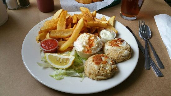 Chesapeake City, MD: Crab Cakes look good
