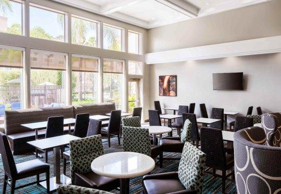 Los Alamitos, CA: Breakfast Dining Area