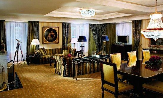 The Ritz-Carlton, Berlin: The Ritz Carlton Suite Living Room2