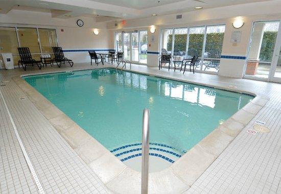West Warwick, RI: Indoor Pool & Spa