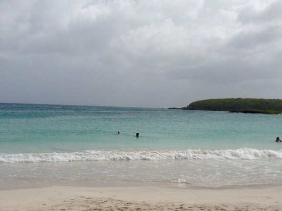 Caracas Beach: The place was relatively easy to find because there were road signs. The water was just amazing
