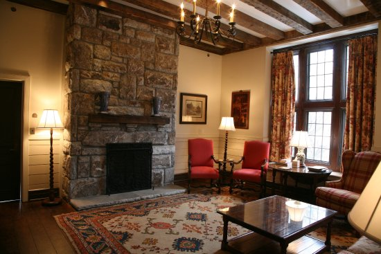 Old Edwards Inn and Spa: Whiteside Cottage Living Room