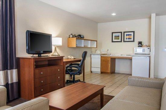 Comfort Inn & Suites: Queen guest suite