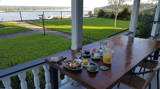 Bluff Top Bed and Breakfast: 20160913_080328_large.jpg