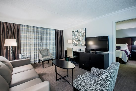 Crowne Plaza, Suffern: King Suite