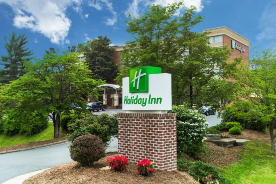 Holiday Inn Charlottesville-Monticello: Front Driveway