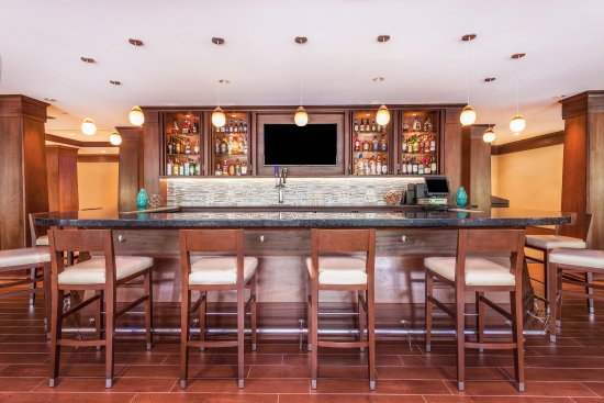 Holiday Inn Charlottesville-Monticello: Bar and Lounge
