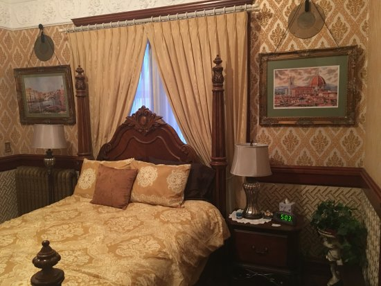 Nevada, IA: Gold Room. $98 per night