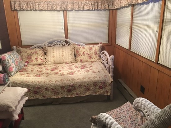 Nevada, IA: Wicker Room $75 per night