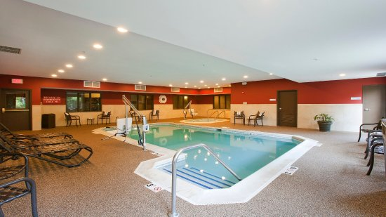 Riverwoods, IL: Enjoy a dip in the Pool