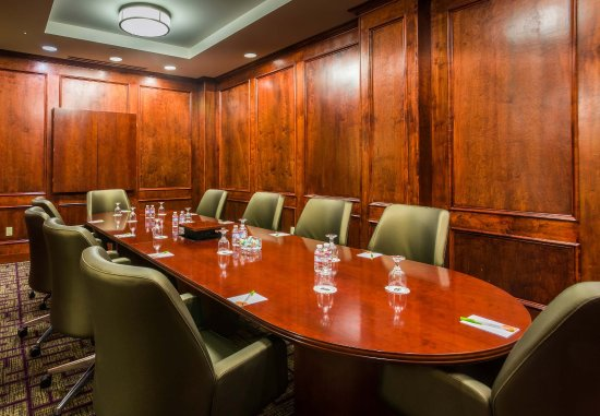 Culver City, CA: Executive Boardroom
