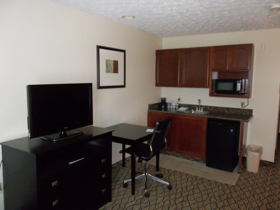 Cadillac, MI: Suite Amenities