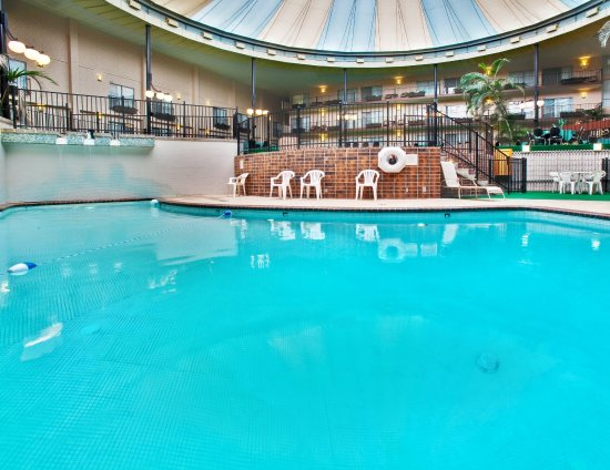 Holiday Inn - Airport Conference Center : Swimming Pool