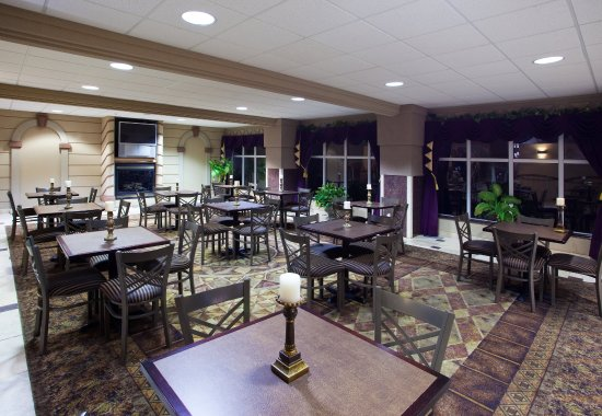 Holiday Inn Express Toledo-Oregon: Breakfast Area