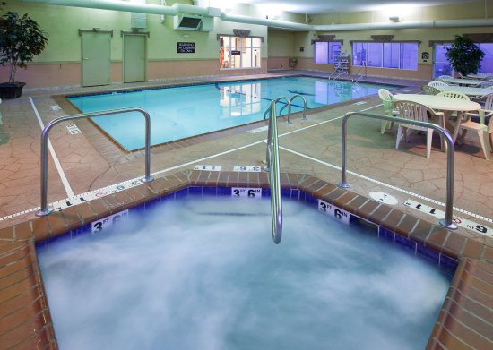 Holiday Inn Express Toledo-Oregon: Swimming Pool/Whirlpool