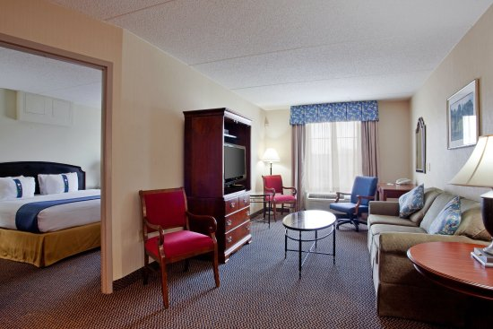 Holiday Inn Express & Suites Newport News: A 32 inch flat screen TVs in both the living and bedroom area