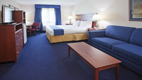 DeForest, WI: King Bed Guest Room