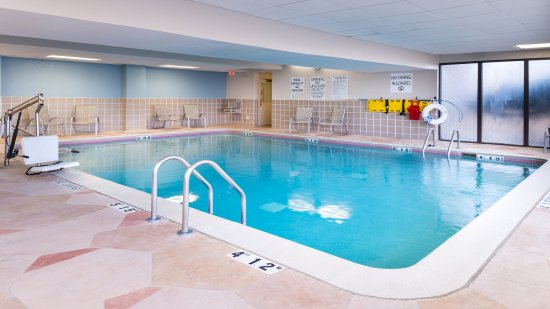 Holiday Inn Hotel  U0026 Suites Warren
