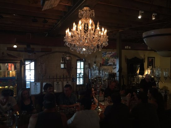 Agoura Hills, CA: Dim photo, but attractive group tasting area