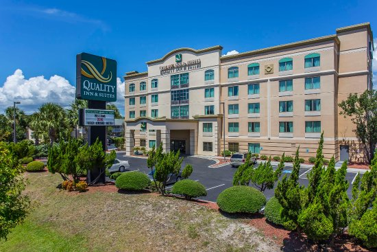 Quality Inn & Suites : Exterior