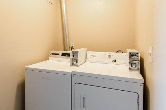 Quality Inn Chicopee-Springfield: Laundry