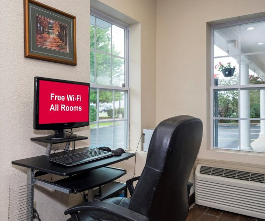 Red Roof Inn: Business Center