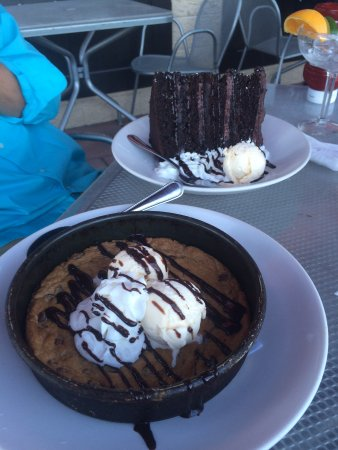 Attleboro, Массачусетс: cookie deep dish and chocolate cake