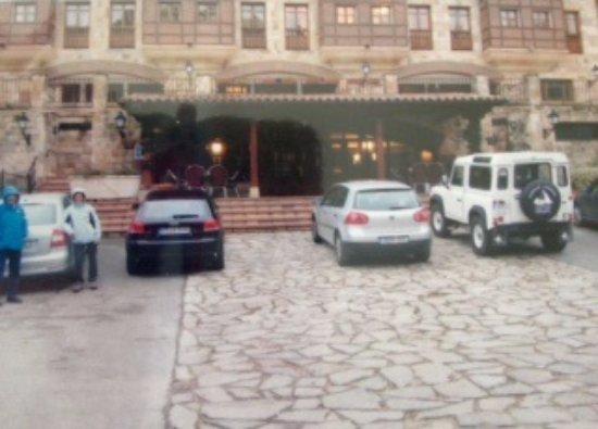 Ojedo, España: Visão frontal do hotel
