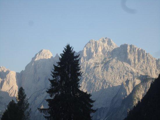 Valbruna, Italien: Questo è il panorama che ci aspettava ogni mattina all'alba