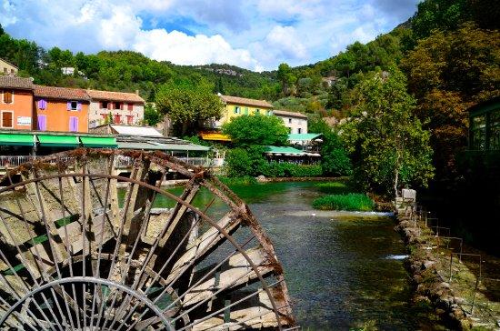 Provence, Fransa: Waterrad in La Fontaine de Vaucluse
