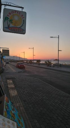 Rethymnon Prefecture, Hellas: Tropical har god mat till ett bra pris. Fin service, man känner sig välkommen