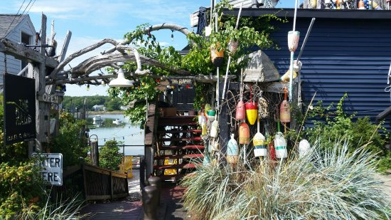 A hidden gem in Cape Porpoise.  Sandwiched between Pier 77 and the Chowder House for fabulous fo