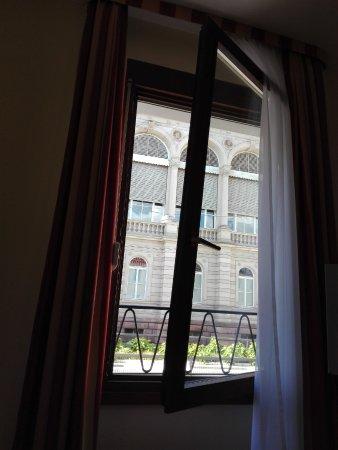 Hotel Bischoff: Наше окно...