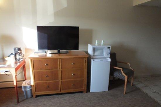 Twin Pine Motor Inn: TV & Appliances