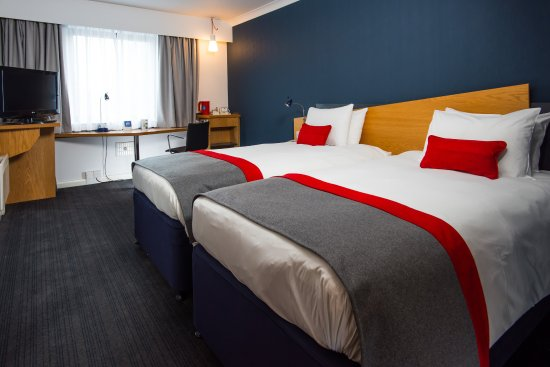 Llandarcy, UK : Surf the free Wi-Fi comfortably in your revamped room